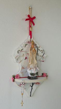 Oratório de Parede - Com Nossa Senhora de Fátima meus artesanatos.  Encomendas entrar em contato pelo @arteemfe facebook  ou instagran