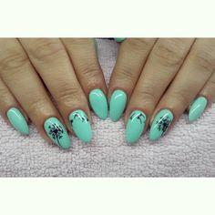 Dmuchawce i mięta :) #semilac #diamondcosmetics #ilovesemilac #nailart #nails #hybryda #hybrid #manicure #mani #mint #stylograf #misteromilano