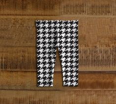 Houndstooth // Baby Leggings - Adorable little bottoms that make amazing baby shower gifts! Stylish and comfortable!