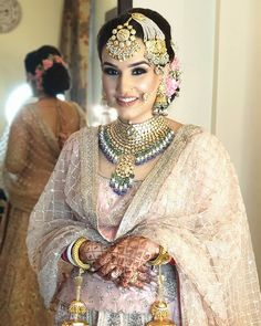 Explore shaadidukaan india's collection of Bridal Makeup Trends Of 2020 images on Designspiration. Indian Bridal Outfits, Indian Bridal Makeup, Bridal Makeup Looks, Indian Bridal Fashion, Pakistani Bridal Wear, Indian Wedding Jewelry, Bridal Lehenga, Bridal Looks, Bridal Style