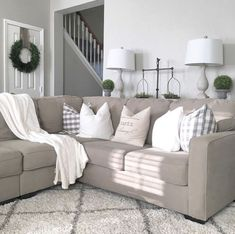 Awesome 80 Cozy Modern Farmhouse Living Room Decor Ideas https://homeideas.co/4441/80-cozy-modern-farmhouse-living-room-decor-ideas