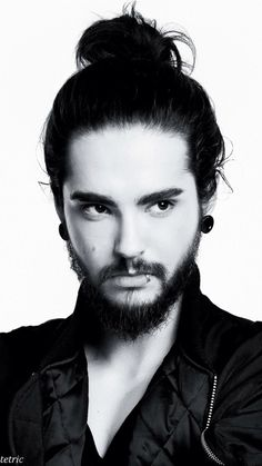 Mmm, Tom Kaulitz. That man bun... He looks like a samurai.