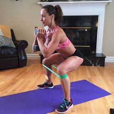 Banded Squats will target your inner and outer thighs much more than a regular squat. Also, they help activate the glutes. Workout Belt, Squat Workout, Workout Humor, Hamstring Workout, Mini Band, Outer Thighs, Thigh Exercises, Fitness Exercises, Workout Exercises