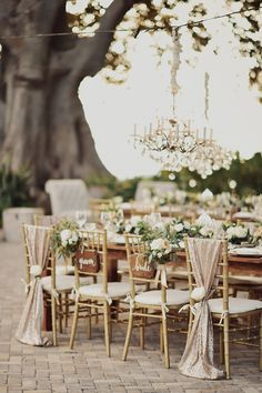 pink and gold outdoor Hawaii wedding reception