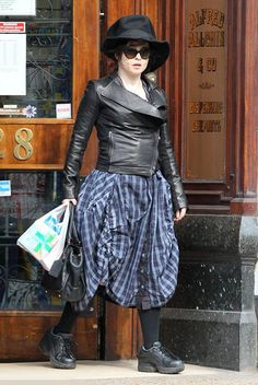 Helena Bonham Carter! LOVEE THISSS <3<3 and the outfit is soo fantastic! especially the hat :) <333