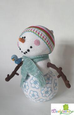 Mr Frosty the snowman pattern by Tessa van Riet-Ernst Crochet Christmas Decorations, Christmas Crochet Patterns, Christmas Crafts, Crochet African Flowers, Crochet Flowers, Crochet Snowman, Crochet Winter, Frosty The Snowmen, Crochet Toys