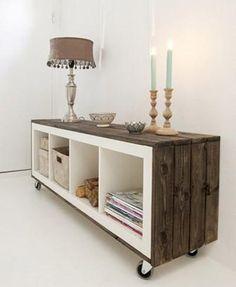 Estantería Expedit de Ikea modificada con listones de madera