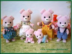Calico Critters pig family