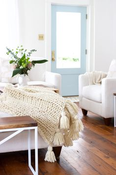 How to knit a chunky wool blanket. Free pattern download. Great beginner knit pattern