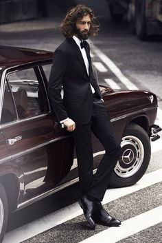 Maximiliano Patane and a vintage Mercedes - two handsome classics Sharp Dressed Man, Well Dressed Men, Suit Man, Look Fashion, Mens Fashion, Moustaches, Gentleman Style, Stylish Men, Bearded Men