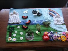 This is a mural I made for a friend. All the elements are crochet. the background is made with three different wool's.