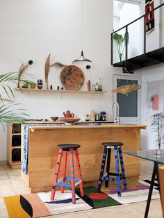 Rrrrs Founder Javier Reyes's Splashy Oaxaca Home Is Filled With Reinvented Everyday Objects Interior Design Kitchen, Interior Decorating, Decorating Ideas, Timber Beds, Home Decor Inspiration, Kitchen Inspiration, Kitchen Ideas, Everyday Objects, Eclectic Style