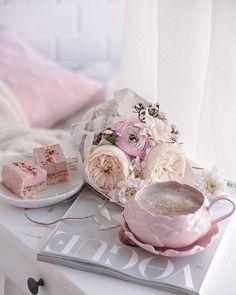 I Love Coffee, Coffee Art, Basic Food Groups, Rose Gold Aesthetic, Deco Rose, Good Morning Coffee, Coffee Photography, Tea Art, My Cup Of Tea
