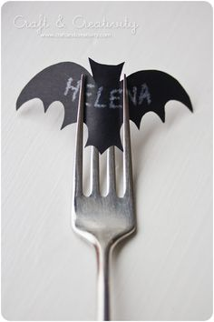 smart idea for a tiny placecard-right in their fork.  doesn't have to be bats (little leaves or pumpkins for thanksgiving)