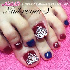 #リゾート #女子会 #旅行 #フット #ジェルネイル #フットジェル #海 #レッド #ボルドー #ボヘミアン #エスニック #ネイビー #手描きアート #レース|ネイルデザインを探すならネイル数No.1のネイルブック Karma Nails, Nails & Co, Feet Nails, Feet Nail Design, Toe Nail Designs, Pedicure Nail Art, Toe Nail Art, Drip Nails, Acrylic Nails