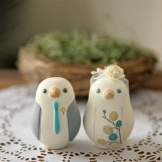 Loooove these cute wedding cake toppers!