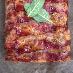 meatloaf recipes A meatloaf that both looks amazing and tastes as good as it looks You gotta make my pancetta-wrapped blue cheese meatloaf! Your family is sure to ask for this recipe again and again. Hamburger Dishes, Beef Dishes, Meatloaf Recipe Video, Steak Recipes, Cooking Recipes, Cheese Stuffed Meatloaf, Stuffed Meatloaf Recipes, Best Meatloaf, Meat Loaf