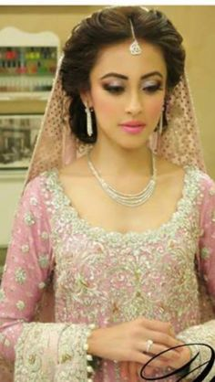 Bridal Hairstyles 30 ideas for your wedding  Page 25 of 30  Hairstyle Monkey