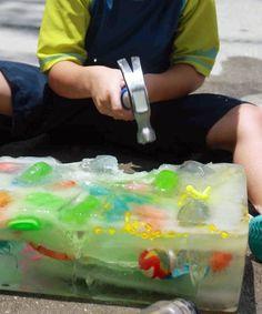 Eine Eis-Schatzsuche ist ideal für heiße Sommertage.