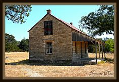 Grapeland Texas ~ This old school was built by the community in Tiny Texas Houses, Old Houses, Putz Houses, Small Houses, Abandoned Buildings, Abandoned Places, Old School House, School Days, Visit Texas