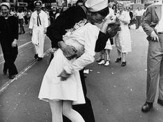 Οι 50 πιο ρομαντικές φωτογραφίες όλων των εποχών και η ιστορία τους