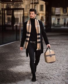 visit our website for the latest men's fashion trends products and tips . Casual Wear For Men, Casual Man, Men With Street Style, Suit Fashion, Style Fashion, Classic Fashion, Bohemian Fashion, Fashion Vintage, Fashion Styles