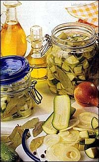Recept: Matesy z cukety na Labužník.cz Spice Mixes, Pickles, Cucumber, Zucchini, Food And Drink, Homemade, Canning, Recipes, Spice Blends