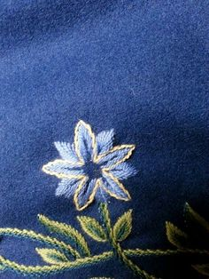 Blå blomst Wool Embroidery, Embroidery Stitches, Scandinavian Embroidery, Traditional Dresses, Norway, Needlework, Folk, Textiles, Culture
