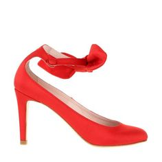 Carven - Signature pumps in red satin. Rounded toe. Bow embellished ankle strap with snap button. - Spring-Summer collection 2013 by Guillaume Henry.