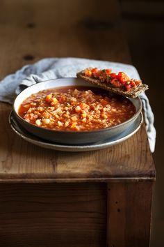 מרק גזר עגבניות ועדשים כתומות | לאכול טוב | זהר לוסטיגר-בשן Autumn Winter Recipes, Winter Food, Chili, Soups, Chile, Chilis, Soup, Capsicum Annuum, Chowder