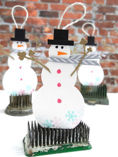 It's a snowman!! Did you know you can create darling snowmen tags using our Bubble Labels Fri-Dies? Check out the little stick arms...yup! Those are portions of our Casual Trees Fri-Dies! A few pastel snowflakes stamped from our Must Love Snowflakes stamp set add a little extra festive fun. www.cas-ualfridaysstamps.com From Just Jingle25 Days of Christmas TAGS by Jennifer Ingle #snowman #casfridays