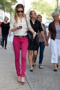 白シャツをウエストインで着こなす!海外女性のおしゃれ私服コーデ - NAVER まとめ