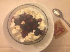 Crema mascarpone con meringhe e frutti di bosco! Osteria del 4 Torri del Benaco
