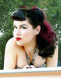 Rockabilly hair in black & red.