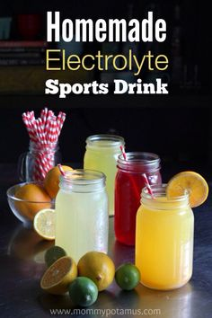 Homemade Electrolyte Sports Drink ~ Mommypotamus / These healthy homemade sports drinks support optimal hydration by replacing vital minerals and electrolytes. Juice Smoothie, Smoothie Drinks, Detox Drinks, Healthy Smoothies, Healthy Drinks, Healthy Snacks, Healthy Recipes, Fruit Juice, Homemade Electrolyte Drink
