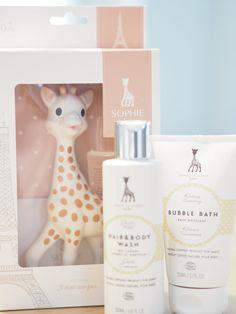 Sophie the Giraffe on 100 % luonnonmukainen purulelu. Se on ainoa vauvojen purulelu, joka on ollut myynnissä lähes 50 vuotta. Bubble Bath, Baby Items, Giraffe, Bubbles, Perfume Bottles, Felt Giraffe, Perfume Bottle, Giraffes