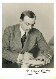 Antoine de Saint-Exupéry (Lyon 1900 ,  en mer Méditerranée 1944) (France) Aviateur, écrivain