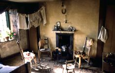 Lekeaux Room by Roelof Bakker (Dennis Severs' House, Spitalfields, East London) Georgian Interiors, Cottage Interiors, Wabi Sabi, Little Dorrit, Witch Cottage, Interior And Exterior, Interior Design, Hearth And Home, East London