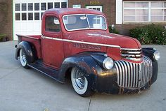 Cool, Rustic 1946 Chevy Short Bed Hot Rod Truck. Restore or leave as is? Classic Pickup Trucks, Old Pickup Trucks, Hot Rod Trucks, New Trucks, Cool Trucks, Cool Cars, 1946 Chevy Truck, Chevrolet Trucks, Chevrolet Corvette