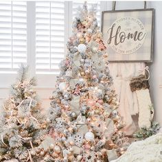 With the change of the season, many homeowners feel inspired to decorate and remodel their homes. To help you with your spring interior design efforts, I share my top ten decorating tips and tricks to help you decorate like a pro! Christmas 2019, White Christmas, Christmas Home, Christmas Gifts, Xmas, Christmas Movies, Christmas Design, Christmas Ornaments, Christmas Traditions