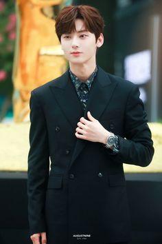 Nu Est Minhyun, Daniel Henney, Love U So Much, Kim Jaehwan, Ha Sungwoon, Kpop, Jiyong, Avicii, Waiting