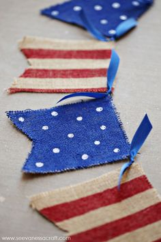 A DIY American flag burlap banner will have your home ready for the 4th of July.  #design #diy #homedecor #homestyle #home #decor #fourthofjuly