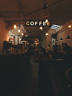 coffee night coffee, cafe, and coffee shop image Coffee And Books, Coffee Love, Coffee Bars, Coffee Shops, Coffee Coffee, Coffee Drinks, Coffee Maker, Fred Instagram, Coffee Shop Aesthetic