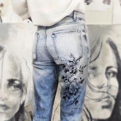 Body Paint & Fashion Art By Randa Haddadin Painted Jeans, Painted Clothes, Denim Fashion, Fashion Art, Fashion Design, Custom Clothes, Diy Clothes, Denim Art, Fashion Photography Inspiration