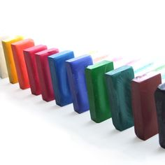 Pastels à la cire tendre et solide qui ne tachent pas les mains. Faits mains dans les ateliers de Kubbicolor avec un savoir-faire de plusieurs années. Made in France http://www.kubbicolor.com/produit/les-ptits-tendres-pastels-a-la-cire/
