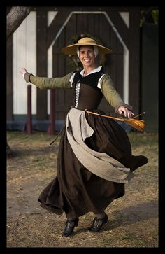 Brown linen kirtle, linen tie on sleeves, apron and wool partlet. All based on the Tudor Tailor patterns.
