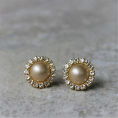 Champagne Pearl Earrings Champagne and Gold Wedding Champagne Wedding Jewelry Champagne Earrings Bridesmaid Earring Gift Pearls by PetalPerceptions Gold Jhumka Earrings, Pearl And Diamond Earrings, Gold Earrings Designs, Gold Jewellery Design, Gold Jewelry, Diamond Jewellery, Luxury Jewelry, Jewelry Gifts, Jewelery