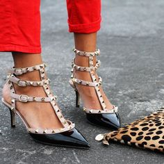 #FancyFootwear #Wishclouds #Shoes #Pumps #Valentino