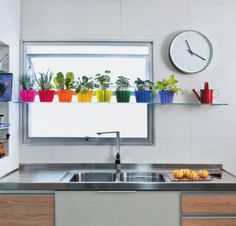 How to decorate your kitchen with mini-kitchen gardens - BE Decoration Mini Kitchen, Kitchen Dining, Kitchen Cabinets, Homey Kitchen, Kitchen Utensils, Kitchen Ideas, Rainbow Kitchen, Ideas Hogar, Updated Kitchen