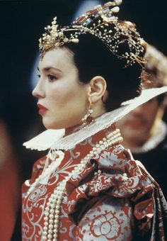 """Isabelle Adjani dans """"La reine Margot"""", en 1994"""